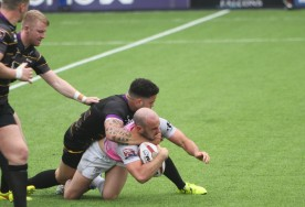 Action as Newcastle Thunder (black) take on Toulouse Olympique.