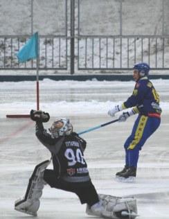 Dinamo Kazan goalie Gutarenko denies his Zorki Krasnogorsk opponent this time.