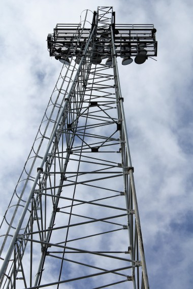 An old-school floodlight pylon, one of the tallest in England