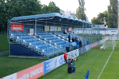 The temporary stand at FAC-Platz.